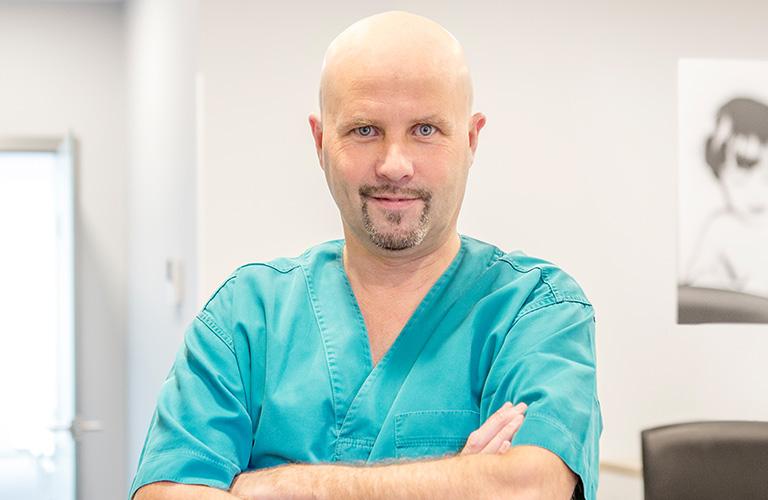 Serge Manes Implantologie/Chirurgie assistée par ordinateur